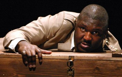 nonso-anozie-as-othello-02.jpg