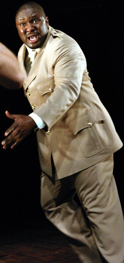 nonso-anozie-as-othello-03.jpg