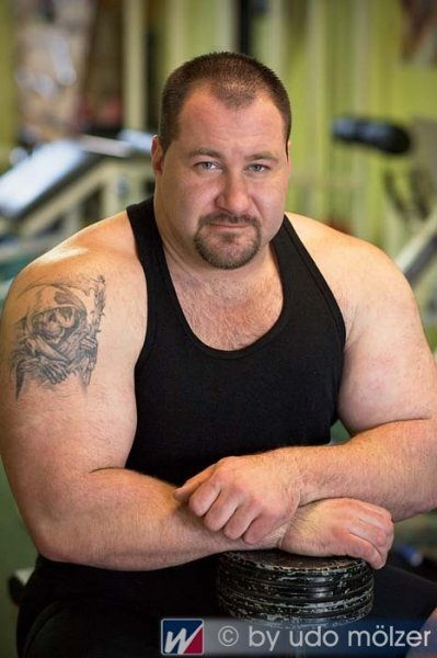 handsome-strongman-07.jpg