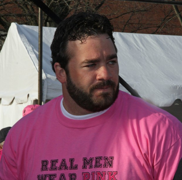 Jeff Saturday Real Men Wear Pink 02